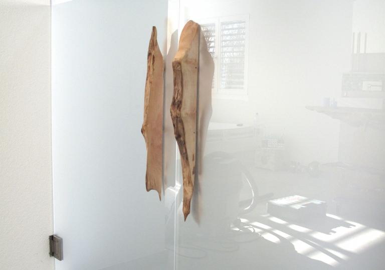 Glastür mit Holzgriff