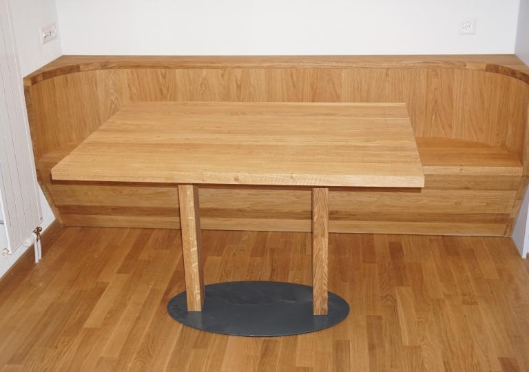 Eichenbank mit Tisch